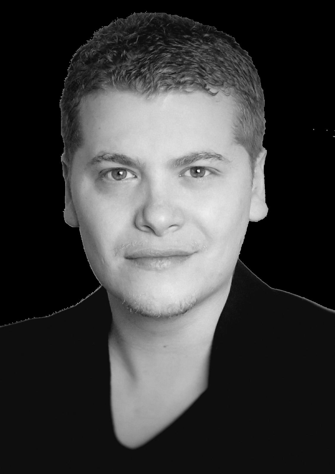 Photo portrait en noir et blanc de Clément Comédien, Voix Off et Producteur Audio